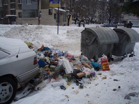 Basura regada en la calle