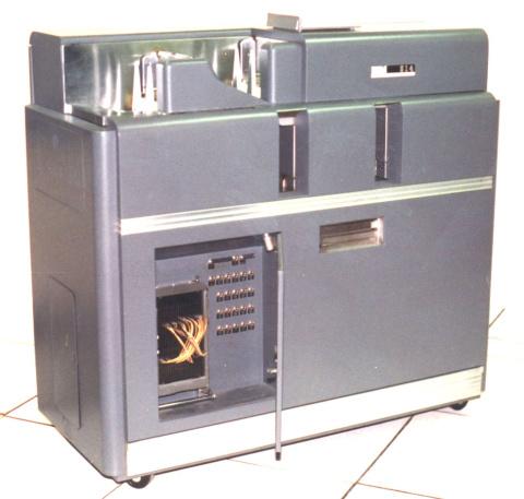 Duplicadora de tarjetas IBM 514 Reproducing Punch